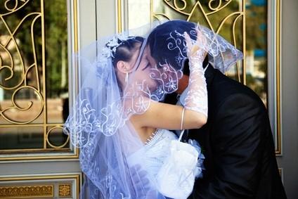 newlywed kiss
