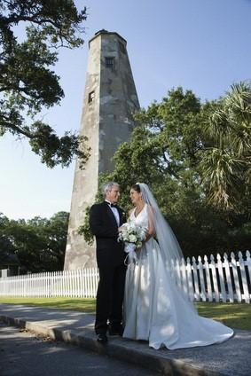 newlyweds by a lighthouse